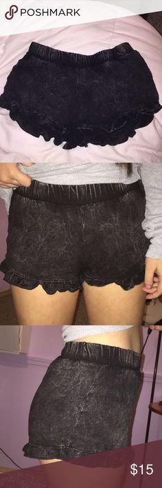 Full Tilt (Tilly's) black acid wash flowy shorts great condition, wavy ruffles at the bottom Full Tilt Shorts