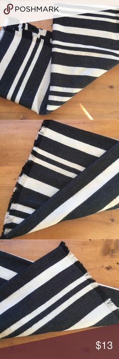 Merona Black & White Blanket Scarve Excellent condition 28 inches wide by 74 inches long flat measurements no stains no rips no tears non-smoking home super soft super cute💕 Merona Accessories Scarves & Wraps