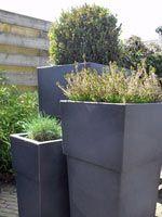Dit is n van de potten die ik het allermooiste vind vooral in de kleur brons bij http - Buiten terras model ...