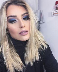 maquiagem para reveillon, make ano novo. maquiagem para festa noturna.maquiagem para reveillon azul. make com sombra azul. batom rosado. maquiagem apra loiras.