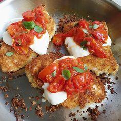 Receta de pollo crujiente con tomate y mozzarella
