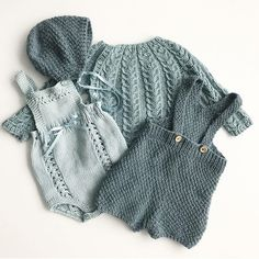 Von The post Von appeared first on Kinder Mode. Knitting For Kids, Baby Knitting Patterns, Stitch Patterns, Baby Girl Fashion, Kids Fashion, Crochet Baby, Knit Crochet, Knitted Baby Clothes, Baby Sweaters