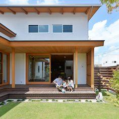 上新庄の家: haws建築設計事務所が手掛けたベランダです。 Dream Home Design, House Design, House Yard, Japanese House, House Layouts, Architecture Design, Life Hacks, House Plans, Pergola