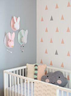 habitacion bebe gris y rosa