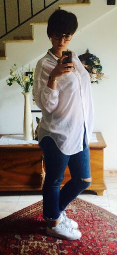 ° white oversize skirt, cropped jeans, white Stan Smith °