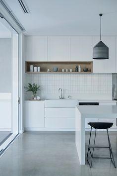 Kitchen Sets, Diy Kitchen, Kitchen Interior, Stone Interior, Interior Design, Kitchen Workshop, Contemporary Beach House, Beautiful Home Designs, Wallpaper Decor