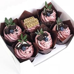 Easy and moist homemade chocolate rosemary cupcakes recipe from scratch topped with Italian blackberry buttercream. Fancy Cakes, Mini Cakes, Cupcake Cakes, Cute Desserts, Delicious Desserts, Dessert Recipes, Pretty Cakes, Cute Cakes, Cupcake Factory