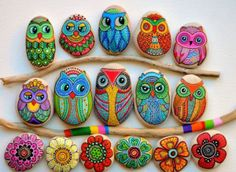 Pebble and Stone Crafts - Painted Owl Stones - DIY Ideas Using Rocks, Stones and Pebble Art - Mosaics, Craft Projects, Home Decor, Furniture and DIY Gifts You Can Make On A Budget Rock Painting Ideas Easy, Rock Painting Designs, Paint Designs, Pebble Painting, Pebble Art, Stone Painting, Diy Painting, Bottle Painting, Pour Painting