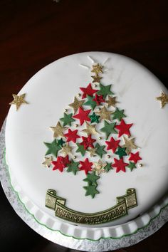 last of the christmas cakes for 2012 Christmas Cake Designs, Christmas Tree Cake, Christmas Cake Decorations, Christmas Cupcakes, Christmas Sweets, Christmas Cooking, Christmas Goodies, Bolo Original, Xmas Food