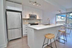 https://www.padmapper.com/apartments/26511137/2-bedroom-2-bath-apartment-at-485-richmond-road-ottawa-on-k2a-3w9#warm