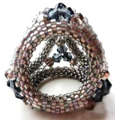 Карусель   biser.info - всё о бисере и бисерном творчестве Scarf Rings, Scarf Necklace, Scarf Jewelry, Seed Bead Jewelry, Beaded Jewelry, Beaded Bead, Scarf Holder, Hair Decorations, Beaded Brooch