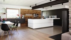Live on stage Wooden Counter, Engineered Stone, Elegant Kitchens, Stone Countertops, Innsbruck, Breakfast Nook, Modern Contemporary, Dining Bench, Villa
