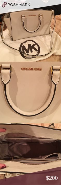 Off white Michael Kors large Selma bag Beautiful only worn s couple times.. Has some dark spots from it getting slightly dirty but nothing so noticeable. Great condition MICHAEL Michael Kors Bags