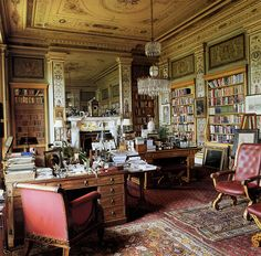 nobilior:  Andrew Cavendish's Sitting Room at Chatsworth (Photo by Simon Upton.) Now *that* is a sitting room.