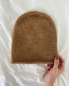 Baggy Hue – PetiteKnit Knitting Stitches, Knitting Patterns, Knitting Sweaters, Hat Patterns, Knit Or Crochet, Crochet Hats, Stockinette, Ear Warmers, Hats For Men