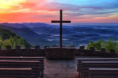 Pretty Place Chapel sits high in the mountains along the NC/SC border, facing east. Amazing sunrises can be seen here. Vacation Trips, Day Trips, Pretty Place Chapel, Kid Dates, Cn Tower, Things To Do, Sunrise, Scenery, To Go