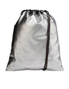 Kit Bag Pebbled backpack by the brand Mi-Pac in silver with leather look, drawstring closure and front logo.