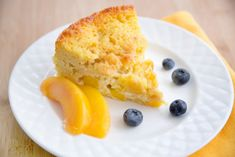 Peaches and Cream Cottage Cheese Breakfast Cake - Chef Dennis Cottage Cheese Breakfast, Breakfast Cake, Breakfast Recipes, Breakfast Ideas, Healthy Diet Snacks, Yummy Snacks, Healthy Recipes, Cream Cake, Peaches