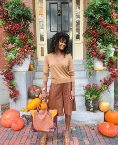 Neutral palette for fall | Photo by Diane Capozzi @fashiononthe4thfloor | For more style inspiration visit 40plusstyle.com