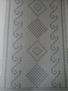 Gráfico cwminho mesa ou colcha. Crochet Dollies, Crochet Lace Edging, Crochet Squares, Filet Crochet, Cross Stitch Charts, Cross Stitch Designs, Cross Stitch Patterns, Crochet Patterns, Cross Stitching