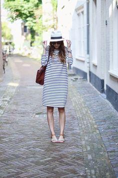 Платье в полоску, шляпа, сандали. Бретонская полоска.