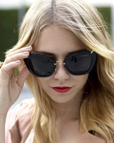 When it comes to sunglasses, bigger is better. These black oversized sunglasses feature a black cat-eye frame. Perfect paired with flirty dresses and platforms shoes. Buy Sunglasses Online, Ray Ban Sunglasses Outlet, Oakley Sunglasses, Cat Eye Sunglasses, Sunglasses Women, John Lennon Sunglasses, Trending Sunglasses, Oversized Sunglasses, Star Fashion