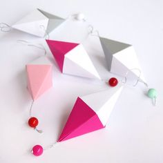 Make sweet paper diamonds. Templates and step-by-step tutorial included. In English and Swedish.