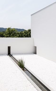 "A Modern Japanese ""Courtyard House"" by Kouichi Kimura Architects Japan Architecture, Minimal Architecture, Residential Architecture, Contemporary Architecture, Architecture Details, Landscape Architecture, Interior Architecture, Patio Interior, Courtyard House"