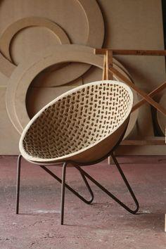 Domingos Tótora: misto de designer, artesão e artista autodidata, o mineiro de Maria da Fé se tornou conhecido internacionalmente pelas peças expressivas que cria com uma massa de papelão reciclado.