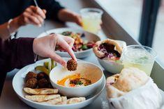 Falafel Yoni : l'excellent comptoir à falafels du Mile-End Falafels, Avril, Restaurants, Puertas, Falafel, Restaurant, Diners