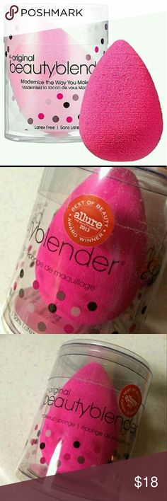 THE ORIGINAL BEAUTY BLENDER-PINK NWT!Sealed! The ORIGINAL BEAUTY BLENDER!Color is pink ?? a bank of artists and makeup lovers must have! Modernize the way you make up. Best of Beauty Award winner for Allure magazine, the beauty expert!. Latex free Sephora Makeup Brushes & Tools
