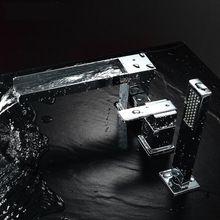 5 Jahre Garantie Hohe Qualität Zeitgenössische 100% Messing Wasserfall 3-loch Badewanne Wasserhahn mit Handbrause in Chrom Poliert(China (Mainland))