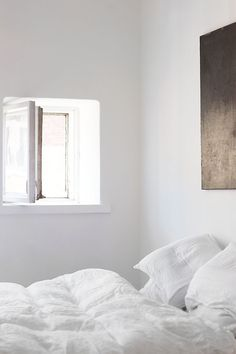 White bedroom to make you dream | Image via Sees by Sanni