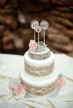 Upea kakku ei välttämättä ylimääräsiä koristeita kaipaa, mutta toisaalta kahvipöydän kaunottaren huipulla nököttävä koriste on hauska pe...
