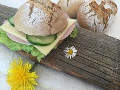 "Jausenweckerl ""Dinkel – Roggen"" – Backen mit Christina … Pampered Chef, Bread Baking, Hamburger, Food And Drink, Eggs, Cheese, Breakfast, Petra, Kuchen"