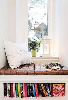 Para mi casa!!! la ventana que da al pasillo!!!!I always wanted a reading nook.
