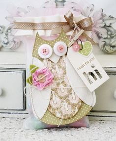 lilybean's paperie: guess whooo loves you. visit to learn how the owl was created from Papertrey Ink dies Card Tags, Gift Tags, Owl Treat Bags, Scrapbook Cards, Scrapbooking, Owl Card, Paper Owls, Diy Projects To Try, Creative Cards