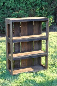 12 Creative Ways to Recycle and Reuse Wood Pallets DIY Wood Pallet Bookshelf Tutorial Diy Wood Pallet, Wooden Pallet Projects, Pallet Crafts, Diy Pallet Furniture, Furniture Ideas, Outdoor Pallet, Outdoor Furniture, Pallet Patio, Garden Furniture