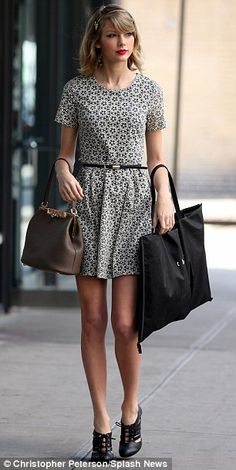 Taylor Swift And Her Awesome 37 Street Style Outfits 3c77edc8caa03