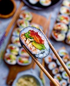 Sushi Monday - Filled w/ beautiful green Avocado Asian style marinated Tofu Cucumber & Carrots via Cute Food, Good Food, Yummy Food, Sushi Vegan, Sushi Comida, Sushi Love, Marinated Tofu, Sushi Recipes, Food Goals