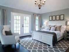 Homey and Cozy Master Bedroom Decorating Ideas - Hauptschlafzimmer Relaxing Master Bedroom, Farmhouse Master Bedroom, Master Bedroom Makeover, Master Bedroom Design, Cozy Bedroom, Home Decor Bedroom, Bedroom Designs, Master Bedrooms, Bedroom Styles