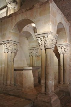 Interior de la iglesia de San Juan de Duero (siglo XII) Templete del lado de la epístola