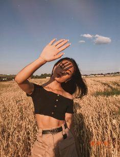 Debut Photoshoot, Photoshoot Themes, Photoshoot Inspiration, Portrait Photography Poses, Tumblr Photography, Girl Photo Poses, Girl Photos, Ootd Poses, Shotting Photo