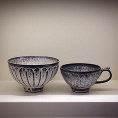 中平美彦さんの炭化白釉しのぎ碗/L と炭化白釉スープカップ大きめの碗はどんぶりにも使えそうなサイズ(ω)スープカップはポタージュなんか映えそうですがたっぷりラテを入れても美味しそうです - 冬の器は是非織部で #織部 #織部下北沢店 #陶器 #器 #ceramics #pottery #clay #craft #handmade #oribe #tableware #porcelain