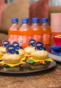 Make cupcakes that look like mini cheeseburger sliders so all the football homegaters can have their own treat