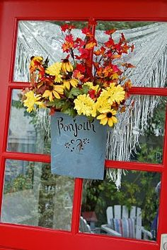 """Let your windows say """"hello"""" this fall with this fun garden art! Fall Home Decor, Autumn Home, Country Decor, Country Farm, Farmhouse Decor, Yellow Cottage, Front Door Decor, Front Porch, Red Rooster"""