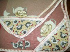 Fabricado em tule, viés em tecido  Técnica de patchwork, fuxico  Tecidos e cores variadas  Consulte outros tamanhos  Desconto de 10% para pagamento efetuado por depósito bancário