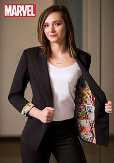 Add this Marvel Women's Vintage Print One-Button Blazer to your office wardrobe for a super heroine look and feel. It features a sleek black blazer look on the outside with a Marvel comic lining. Marvel Fashion, Geek Fashion, Womens Fashion, Diy Fashion, Mode Geek, Fashion Show Dresses, Dress Fashion, Proper Attire, Marvel Clothes
