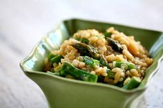 Il Risotto agli asparagi viene realizzato preparando il brodo con i gambi degli asparagi, quindi frullando il tutto e preparando il risotto al quale ...