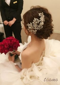 可愛い花嫁さまのMaria Elenaとルーズシニヨン♡♡ | 大人可愛いブライダルヘアメイク 『tiamo』 の結婚カタログ Dance Hairstyles, Loose Hairstyles, Bride Hairstyles, Wedding Beauty, Wedding Makeup, Greek Wedding Dresses, Bridal Hairdo, Hair Arrange, Wedding Hair Accessories